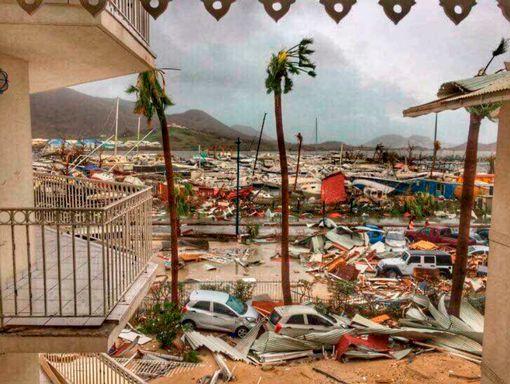 """Hàng loạt biệt thự của ông Donald Trump """"hứng"""" bão Irma? - Ảnh 2."""