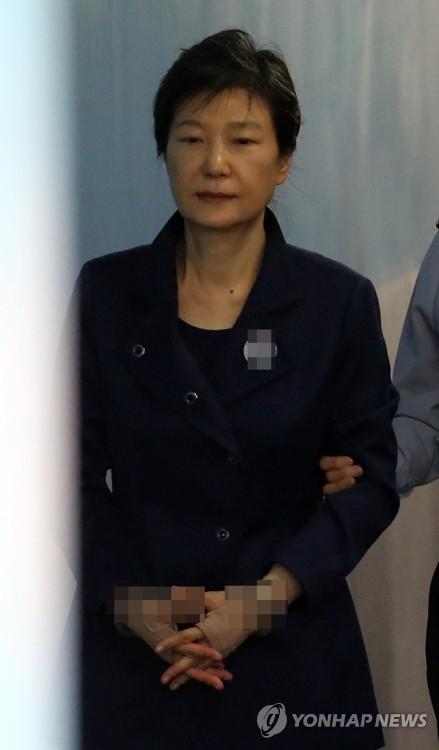 Cựu tổng thống Hàn Quốc trút uất ức ở tòa - Ảnh 1.