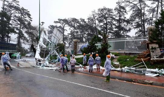 Lâm Đồng: 2 người chết, nhiều nơi bị cô lập do bão - Ảnh 14.