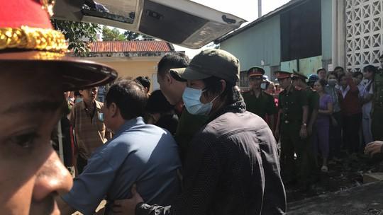 Clip: Nao lòng cảnh người nhà nhận thi thể tử tù Nguyễn Hải Dương - Ảnh 5.