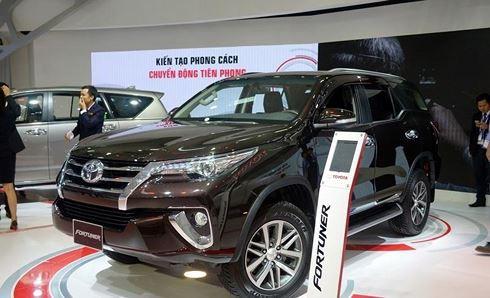 Ôtô nhập khẩu rục rịch tăng giá trước 'giờ G' - Ảnh 1.