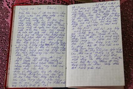 Một trang trong quyển nhật ký của liệt sĩ Lê Văn. Ảnh: DUY KHÔI