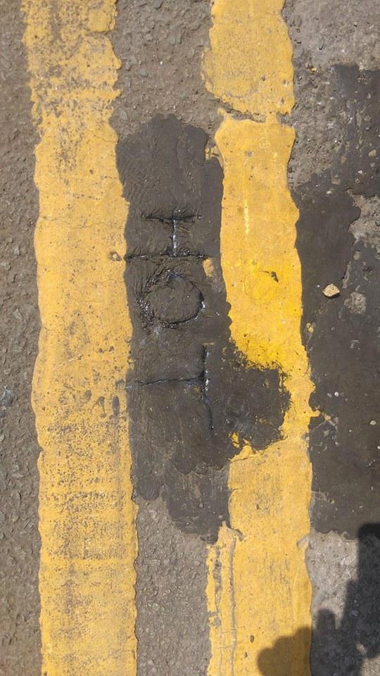 Anh: Nóng kinh khủng, chảy nhựa đường, cong đường ray - Ảnh 3.