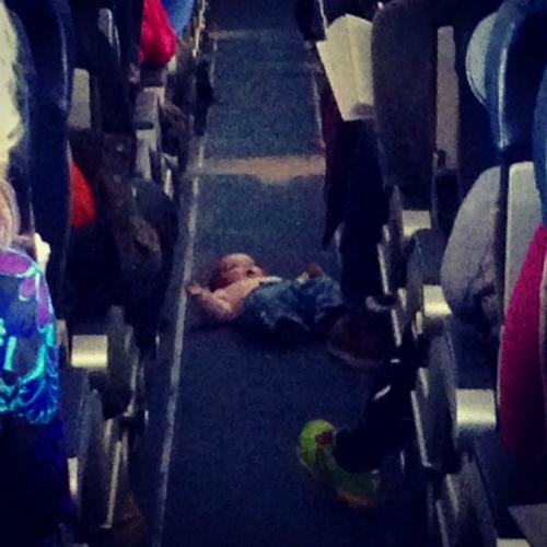 Những điều kỳ quặc bạn có thể nhìn thấy trên máy bay - Ảnh 3.