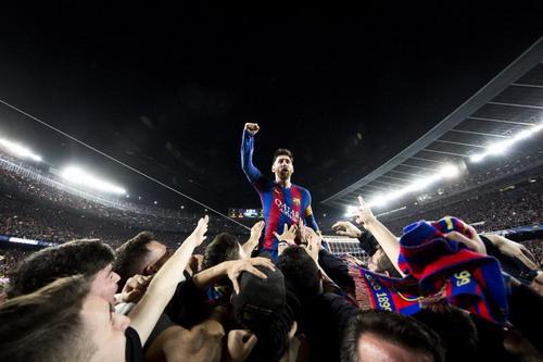 Lionel Messi bất tử trong tấm ảnh để đời của Garces