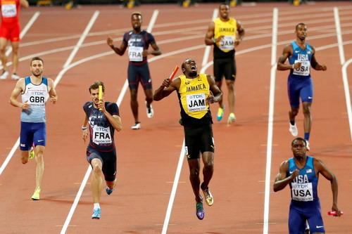 Vấp ngã ở đích đến, Usain Bolt cay đắng giã từ đường chạy - Ảnh 3.
