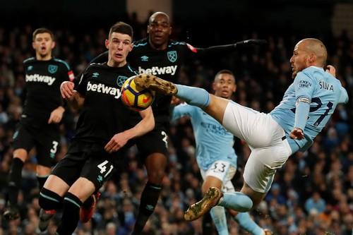 Ngược dòng nghẹt thở trước West Ham, Man City vững ngôi đầu Ngoại hạng - Ảnh 5.