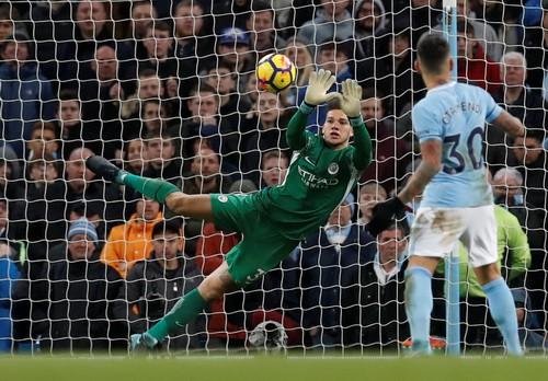 Ngược dòng nghẹt thở trước West Ham, Man City vững ngôi đầu Ngoại hạng - Ảnh 2.
