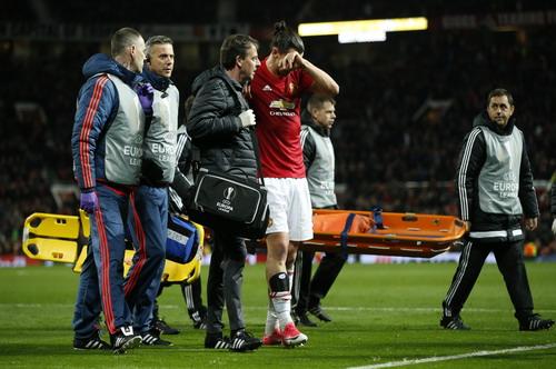 Man United lo lắng khi Ibrahimovic chấn thương