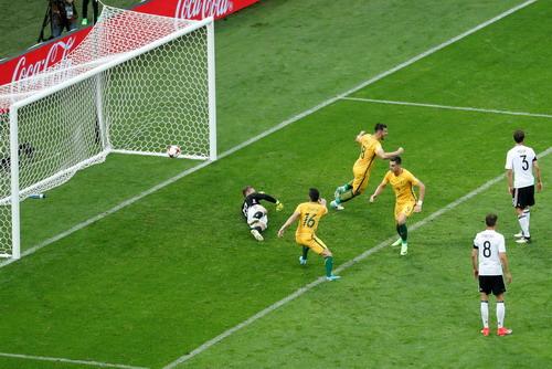 Mưa bàn thắng ở Sochi, xe tăng Đức hạ gục Socceroos - Ảnh 8.