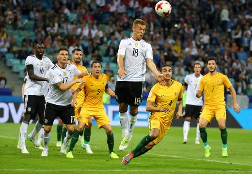 Mưa bàn thắng ở Sochi, xe tăng Đức hạ gục Socceroos - Ảnh 2.