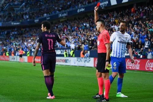 Thẻ đỏ khiến Neymar phải nghỉ đấu 3 trận, bao gồm El Clasico