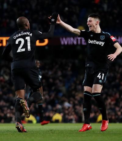 Ngược dòng nghẹt thở trước West Ham, Man City vững ngôi đầu Ngoại hạng - Ảnh 3.