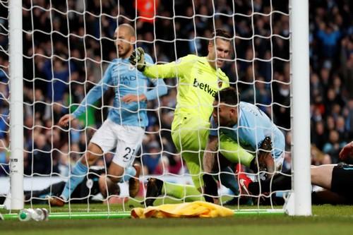 Ngược dòng nghẹt thở trước West Ham, Man City vững ngôi đầu Ngoại hạng - Ảnh 4.