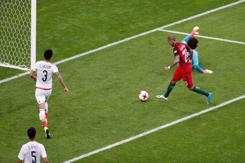 Ronaldo tịt ngòi, Bồ Đào Nha mất điểm trận ra quân - Ảnh 3.
