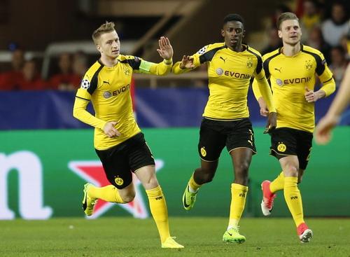 Marco Reus nhen nhóm hy vọng cho Dortmund...