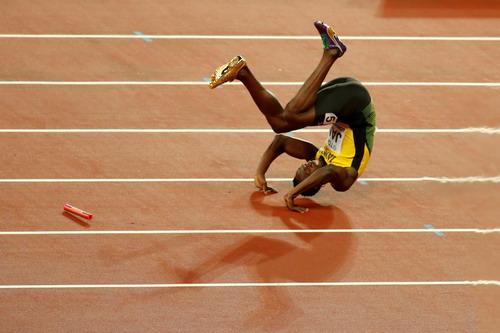 Vấp ngã ở đích đến, Usain Bolt cay đắng giã từ đường chạy - Ảnh 4.