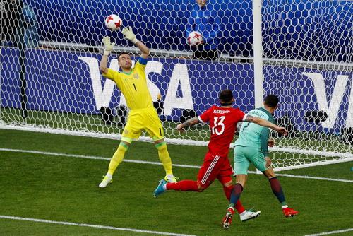 Ronaldo ghi bàn, Bồ Đào Nha chắc suất bán kết Confed Cup - Ảnh 2.