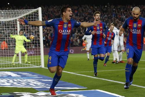 Suarez ghi bàn ở trận lượt đi