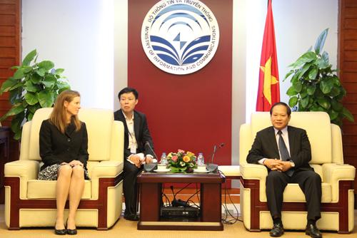 Bộ trưởng Bộ TT-TT Trương Minh Tuấn yêu cầu Facebook tháo gỡ các tài khoản mạo danh lãnh đạo Đảng và Nhà nước Việt Nam