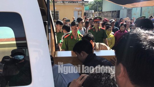 Clip: Nao lòng cảnh người nhà nhận thi thể tử tù Nguyễn Hải Dương - Ảnh 2.