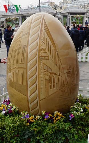 Ngắm những quả trứng khổng lồ trên đường phố Moscow mùa Phục sinh