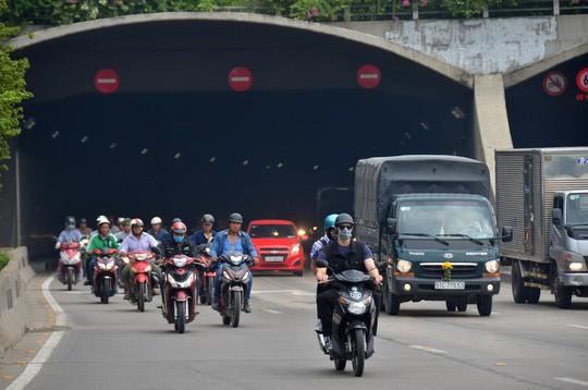 Từ cuối tháng 1, cấm xe qua hầm Thủ Thiêm giờ khuya - Ảnh 1.