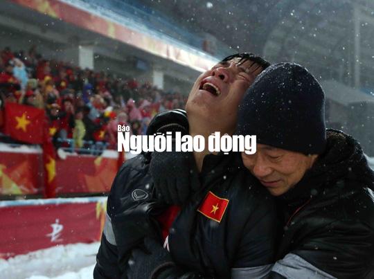 Những hình ảnh lấy nước mắt người hâm mộ của U23 Việt Nam - Ảnh 17.