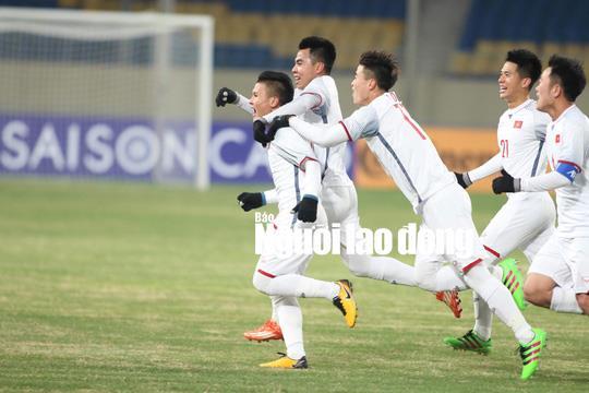 Những hình ảnh lấy nước mắt người hâm mộ của U23 Việt Nam - Ảnh 2.