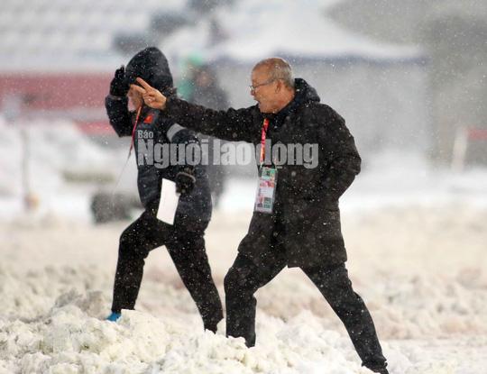 Những hình ảnh lấy nước mắt người hâm mộ của U23 Việt Nam - Ảnh 12.