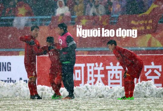 Những hình ảnh lấy nước mắt người hâm mộ của U23 Việt Nam - Ảnh 11.