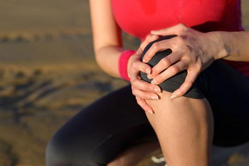 Vì sao đau khớp sau khi tập yoga, aerobic? - Ảnh 1.