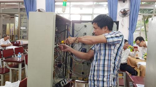 Tôn vinh thợ giỏi ngành điện - Ảnh 1.