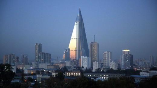 Khách sạn không người cao nhất thế giới thắp sáng niềm kiêu hãnh Triều Tiên - Ảnh 4.