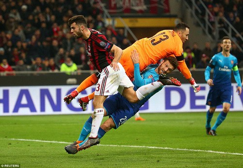 Arsenal bùng nổ khó tin, AC Milan thua tan tác sân nhà - Ảnh 7.