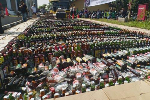 Nạn rượu giả ở Indonesia - Ảnh 1.