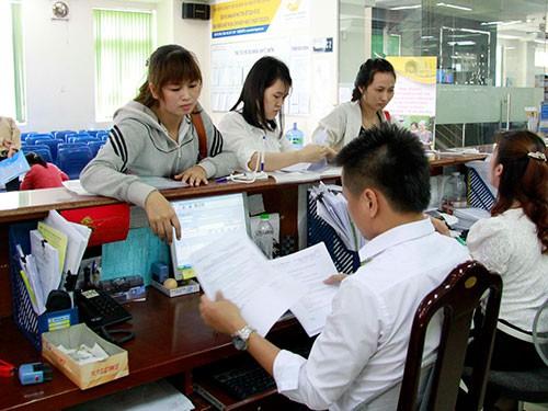 Đẩy mạnh trả lương hưu, các khoản trợ cấp không dùng tiền mặt - Ảnh 1.