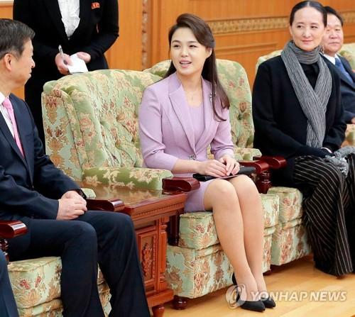 Vợ và em gái tháp tùng ông Kim đến Bàn Môn Điếm? - Ảnh 1.