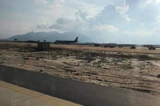 Vì sao máy bay chở 203 khách hạ cánh nhầm đường băng ở sân bay Cam Ranh? - Ảnh 1.