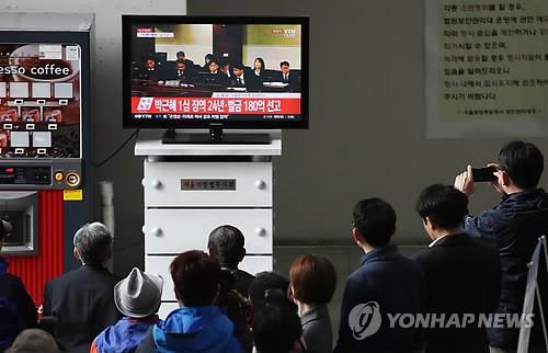 Bản án chia rẽ Hàn Quốc - Ảnh 1.