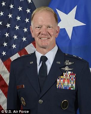 Dính bê bối tình dục, 2 chỉ huy SEAL bị bắt về nước lập tức - Ảnh 1.