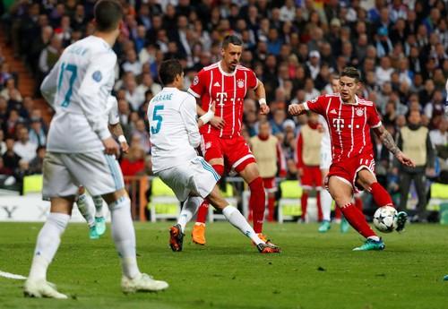 Người hùng Cuneyt Cakir trao vé chung kết cho Real Madrid - Ảnh 6.