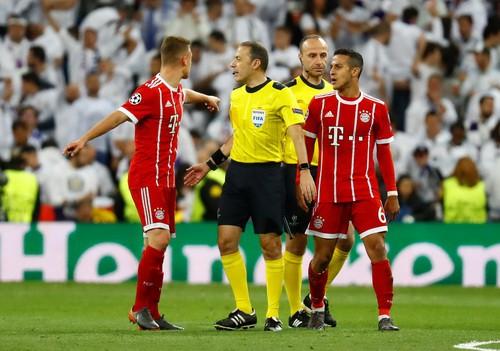 Người hùng Cuneyt Cakir trao vé chung kết cho Real Madrid - Ảnh 1.