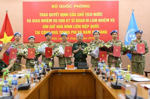 Bảy sĩ quan làm nhiệm vụ gìn giữ hòa bình Liên Hiệp Quốc - Ảnh 1.