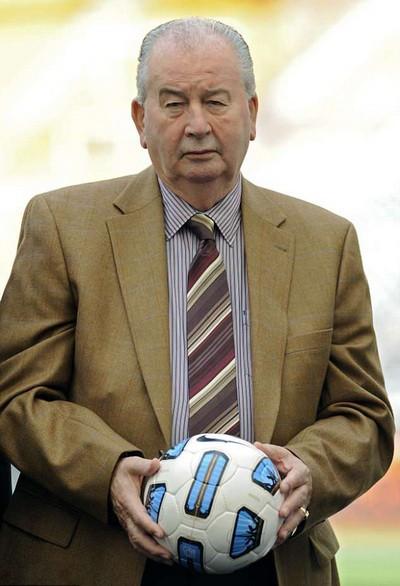 World Cup Qatar 2022 dậy sóng với nghi án FIFA nhận hối lộ - Ảnh 1.