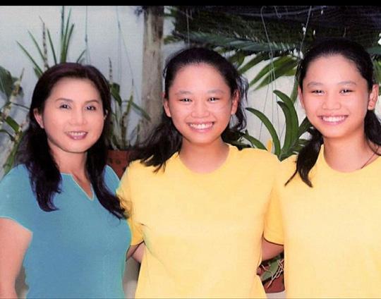Cặp song sinh con NS Chí Linh - Vân Hà tốt nghiệp đại học Mỹ loại giỏi - Ảnh 1.