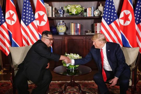 Thượng đỉnh Mỹ - Triều: Đằng sau cái bắt tay 12 giây của ông Trump - Kim - Ảnh 8.