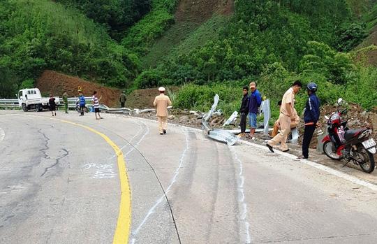 Tai nạn thảm khốc khi xe khách lao xuống vực, 21 người thương vong - Ảnh 5.
