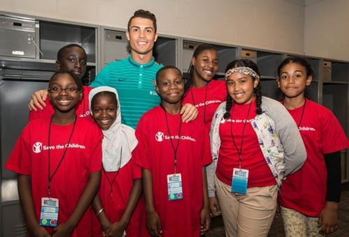 Ronaldo: Không hình xăm, giàu nhân ái - Ảnh 3.
