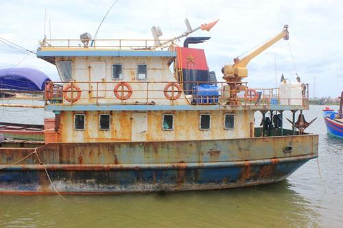 Đổ nợ vì tàu vỏ thép nằm bờ - Ảnh 1.